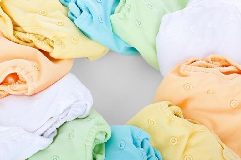 цветни бебешки пелени