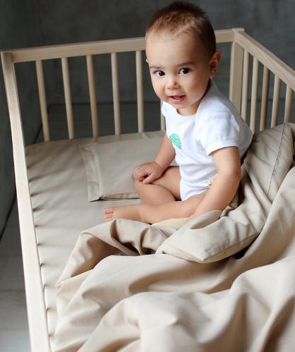 Бебе в кошара