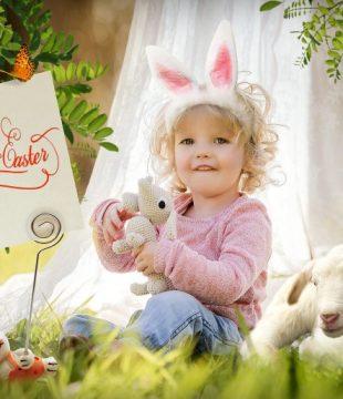 малко дете с великденски заек